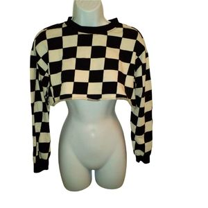 Forever 21 black and white checkered crop top/sweater. Long sleeve. Small